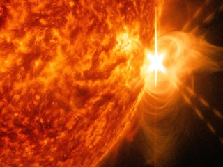 link to gallery item X-class Flare Erupts from Sun on April 24 (2014-04-25)