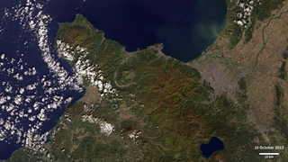 Landsat 8 images show Sapporo on October 10, 2013 and April 20, 2014.